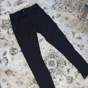 Yogalicious Black 7/8 leggings medium